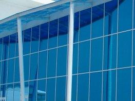 Остекление фасада здания стеклом