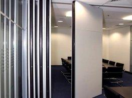 Раздвижная перегородка для офисного пространства