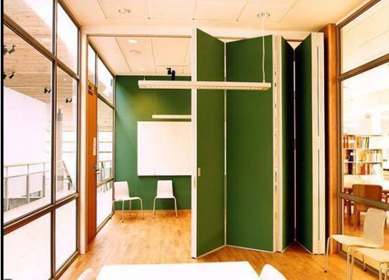 Раздвижные перегородки в офисном пространстве