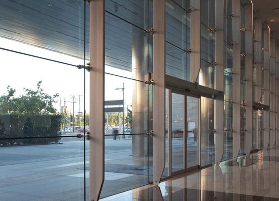 Фасадное остекление офисных зданий