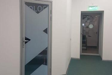 Стеклянная дверь для офиса