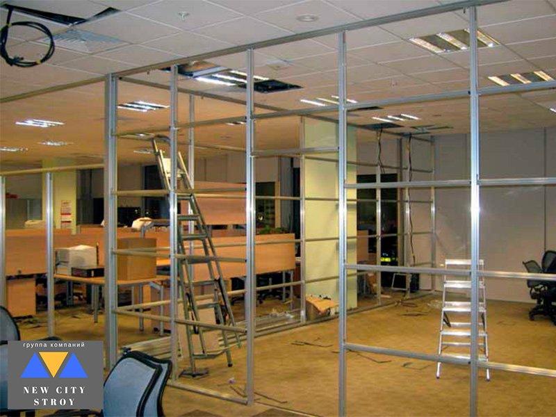 Демонтаж офисных перегородок в помещениях