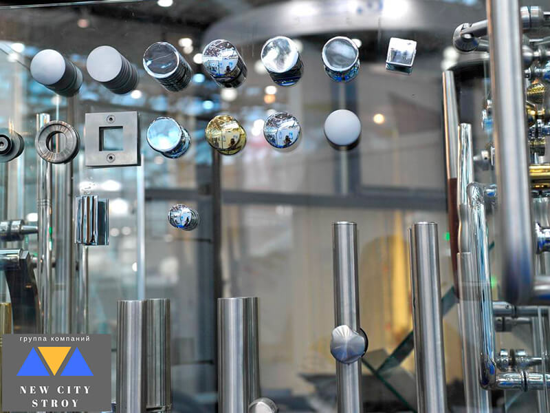 Фурнитура для стеклянных конструкций стенд