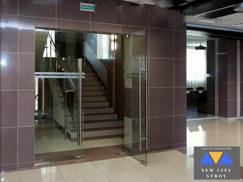 Маятниковые двери для офиса